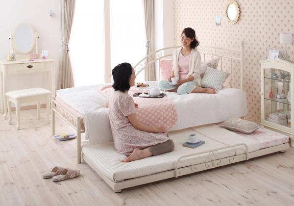 ベッドが中心の部屋