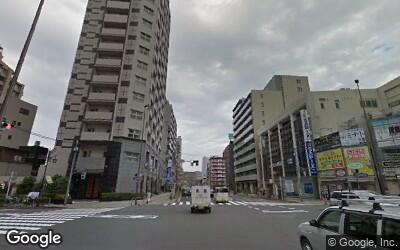 通り沿いはマンションが多い