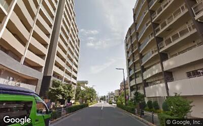 花小金井駅から伸びている大通り沿いの様子