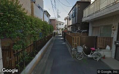 一戸建てとアパートが混在する住宅街