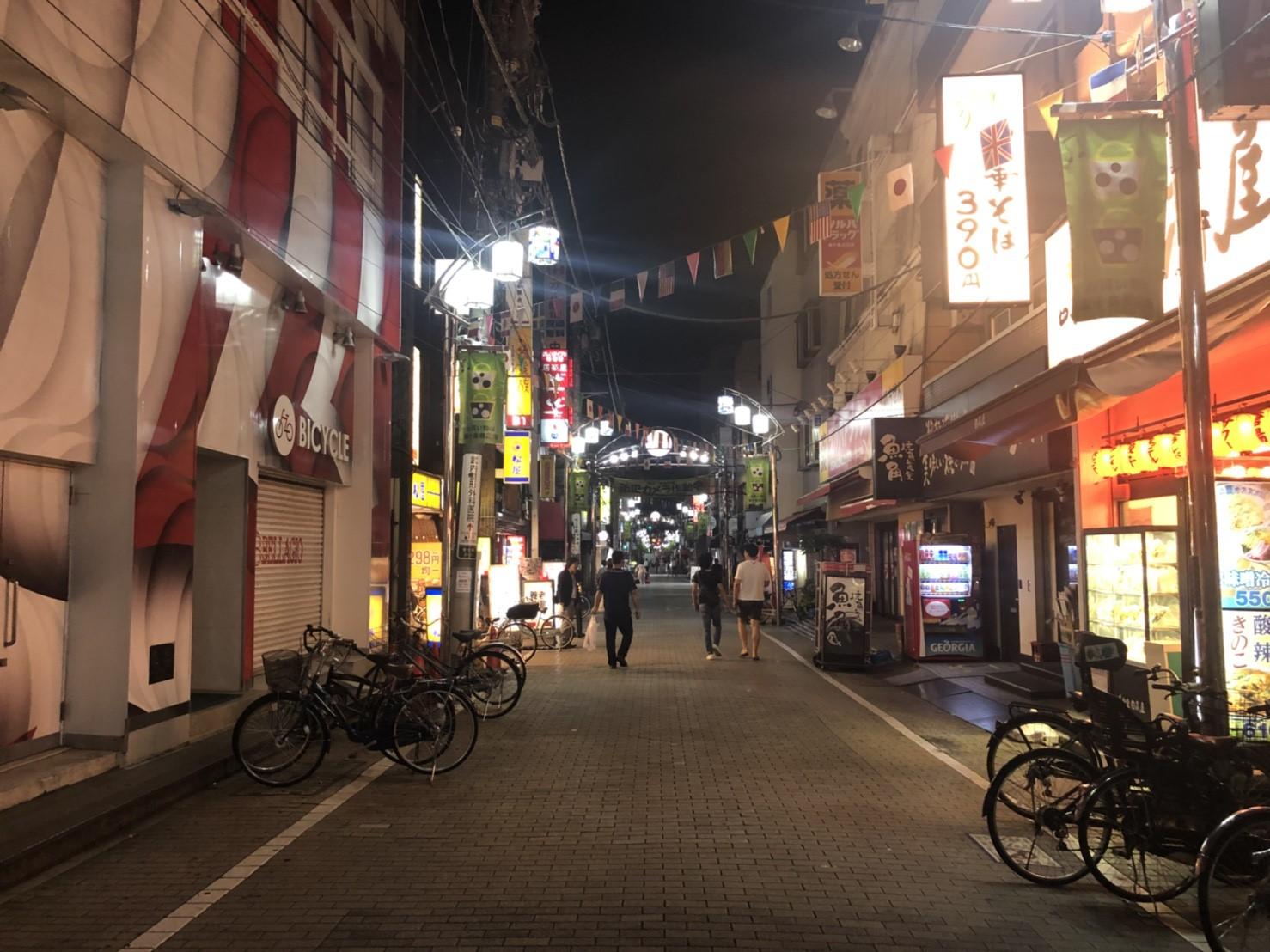 東十条駅北口の商店街の夜の様子
