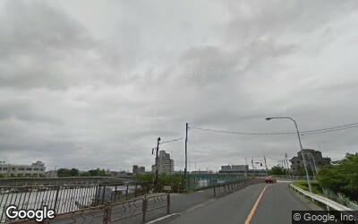 一之江駅にある川沿いの風景