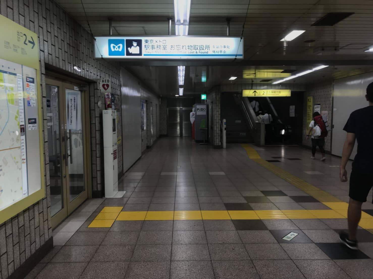 氷川台駅構内 改札前