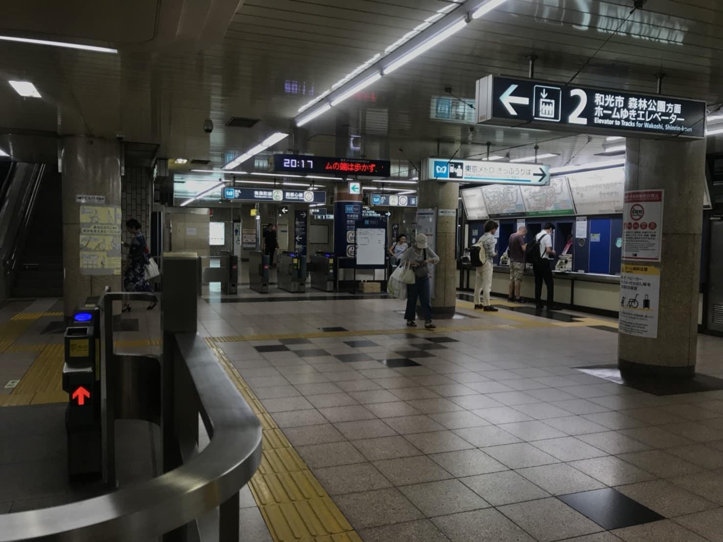 氷川台駅構内 改札2