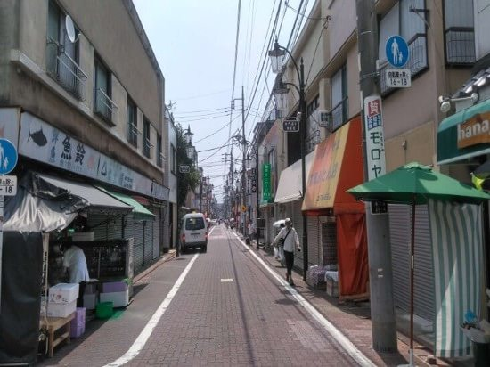 商店街脇道のお店