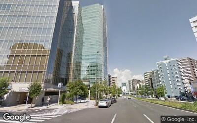 大通り沿いの高層ビル
