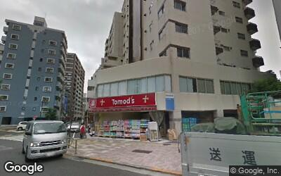 県道沿いの薬局