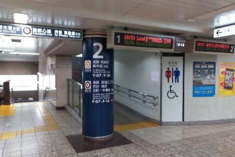 小竹向原駅1・2番線
