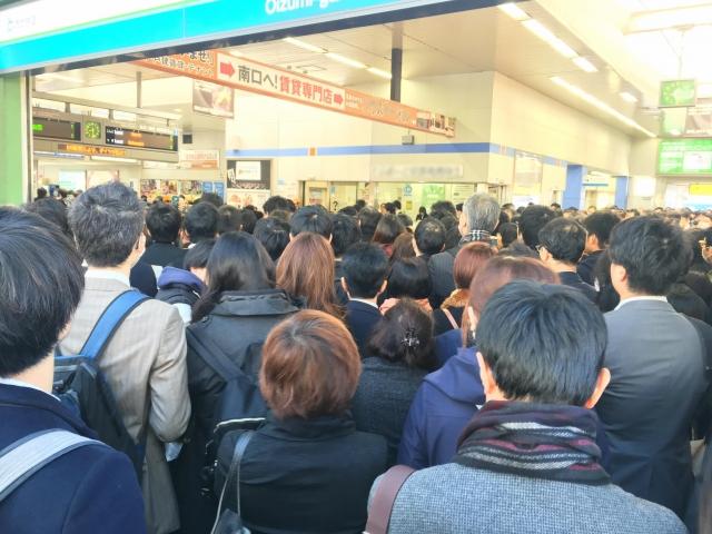混雑している駅
